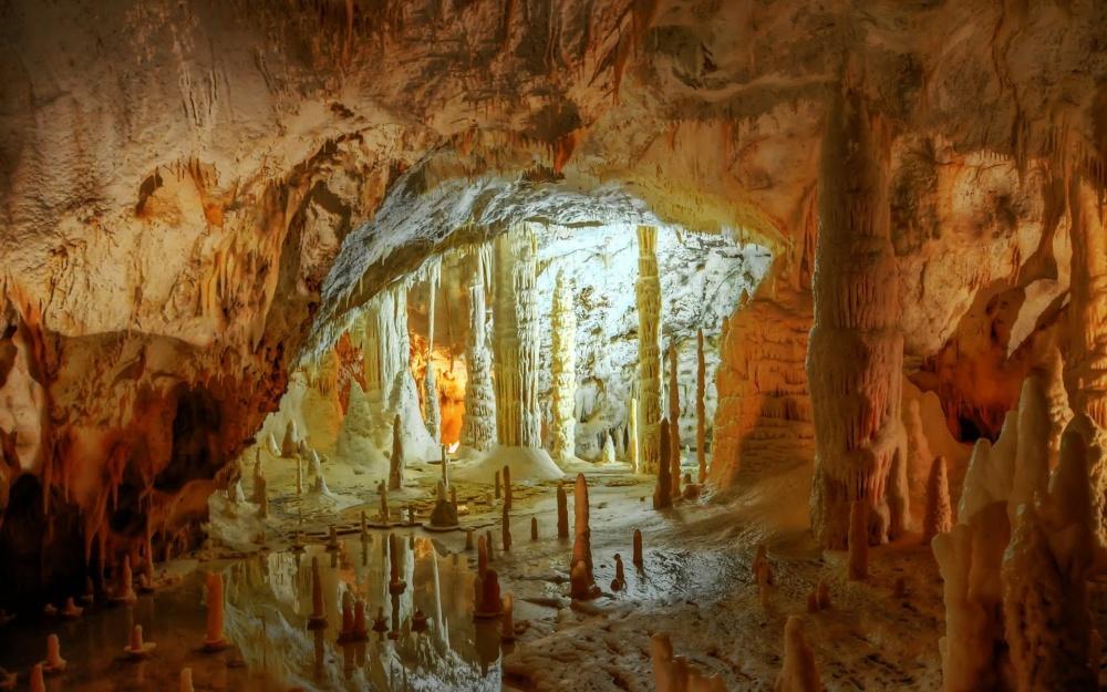 1260105-1000-1460446646-grotte-di-frasassi-mapped_104813-1920x1200