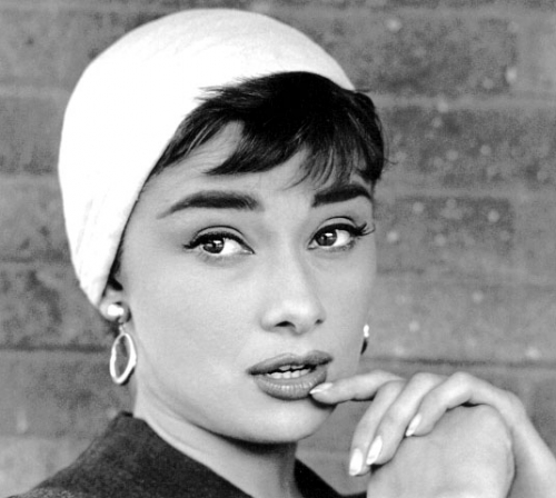 audrey-sabrina-close-up-white-hat-and-hoop-earrings