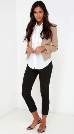 a06e4e089a37 Είναι πολύ πιο ευπροσάρμοστο από καθετί άλλο και συνδυάζεται με παντελόνια  ή φούστα! Μου αρέσει να φορώ το μπλουζάκι μου με τζιν – και προσθέτω μια  αίσθηση ...