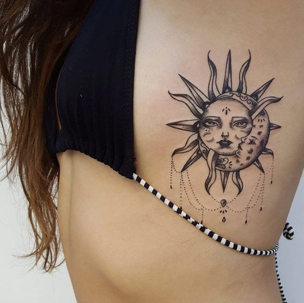 γυναικειο τατουαζ στα πλευρα