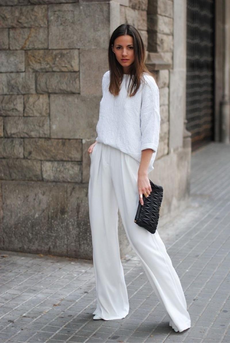 f6de388f62fb Με μία φαρδιά παντελόνα μπορείς να κάνεις το ιδανικό total white ντύσιμο