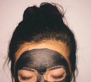 μαυρη μασκα πιλινγκ