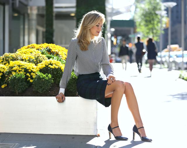 1ce1604713ba ... ήσυχη επιλογή στα παντελόνια ή στην φούστα που θα φορέσεις. Πρέπει το  δεύτερο κομμάτι να φέρει την ισορροπία που επιδιώκουμε