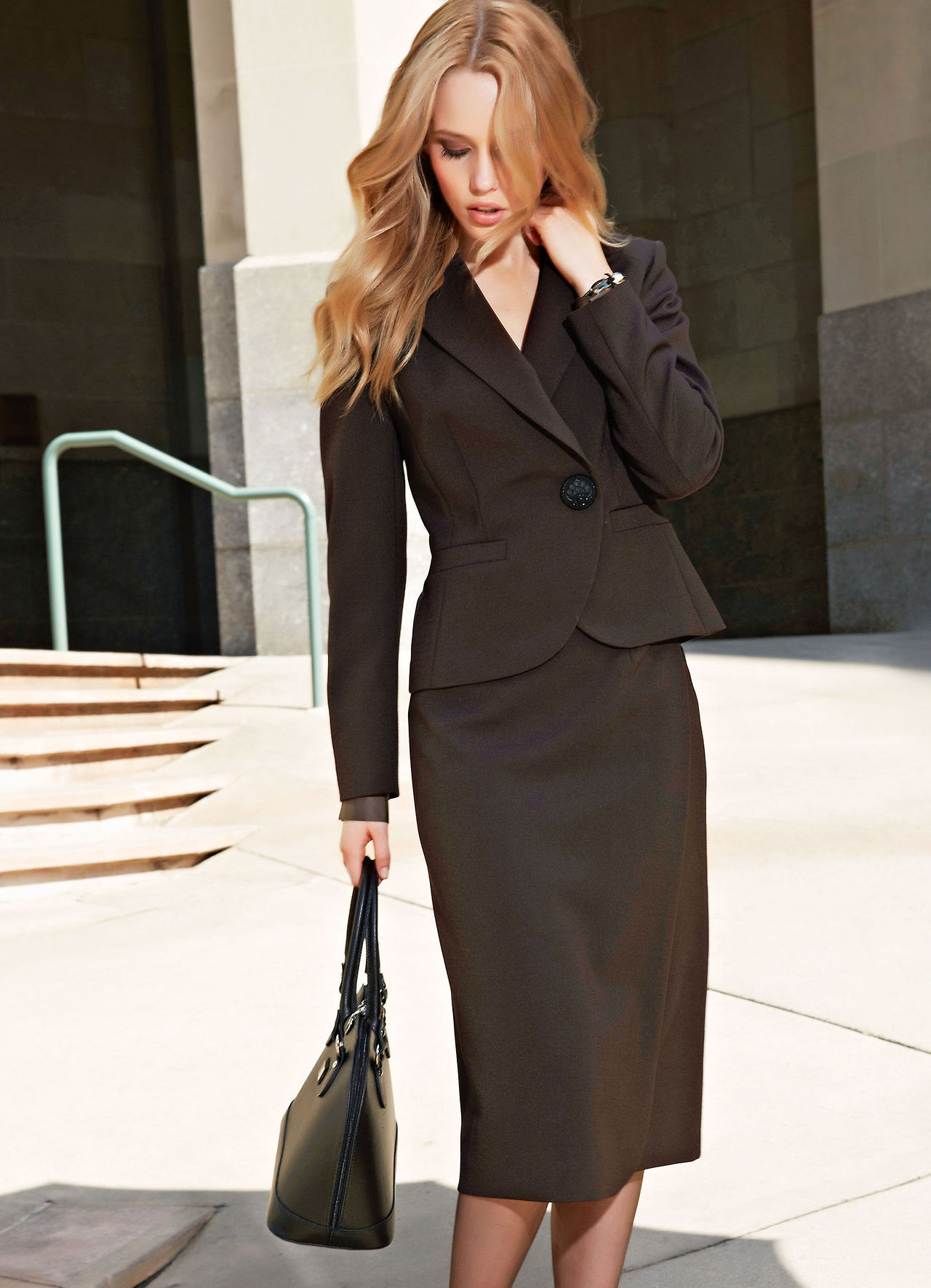 f5c578163638 Τα ντυσίματα για το γραφείο είναι μία επίπονη διαδικασία το πρωί για πολλές  γυναίκες