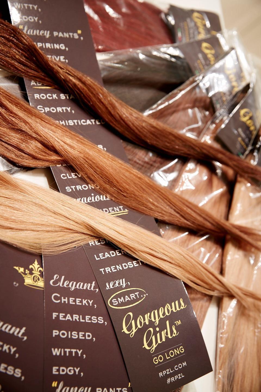 Να ξέρεις ότι οι συνθετικές τρέσες έχουν εξαιρετικά μεγάλη λάμψη που κάνουν  τα μαλλιά τις περισσότερες φορές να μοιάζουν τεχνητά. eaf4381af09