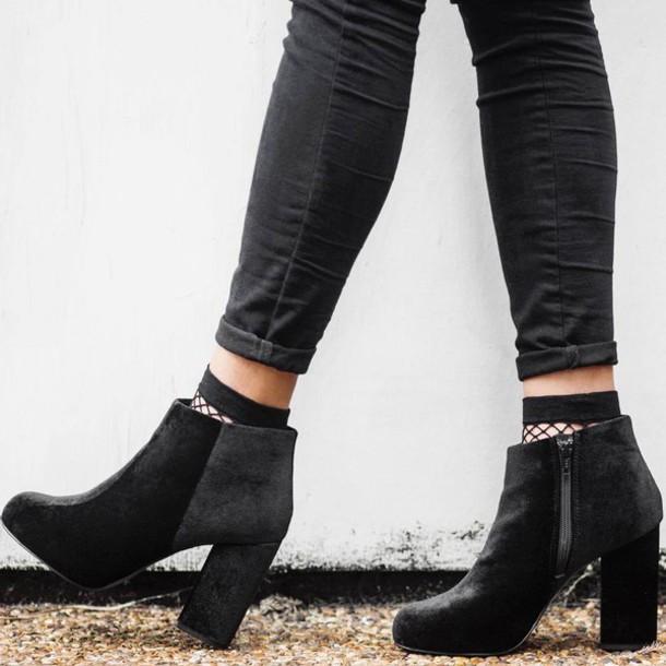 Μαύρο μουνί σε κάλτσες