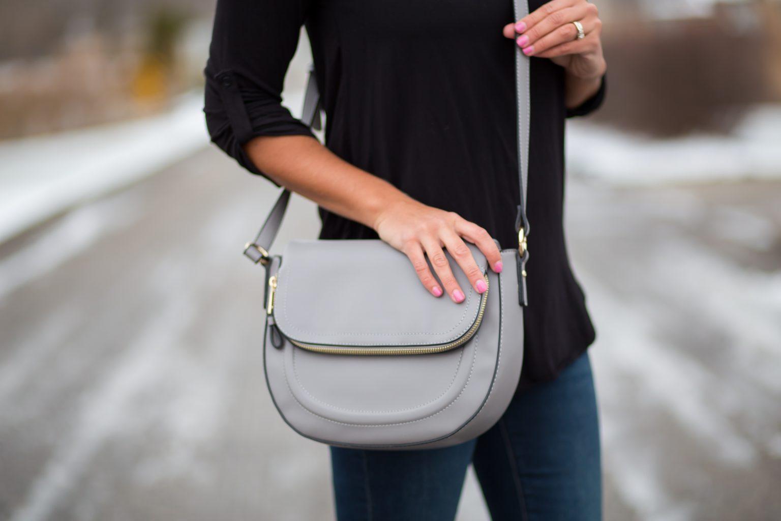 Αγαπημένο ανάμεσα στα πολλά γυναικεία αξεσουάρ ανά πάσα στιγμή ήταν και είναι μια μοντέρνα τσάντα που έχει περάσει από πολλές μεταμορφώσεις και μεταμορφώσεις, παραμένοντας η καλύτερη επιλογή για μια υπέροχη ολοκληρωμένη εμφάνιση.