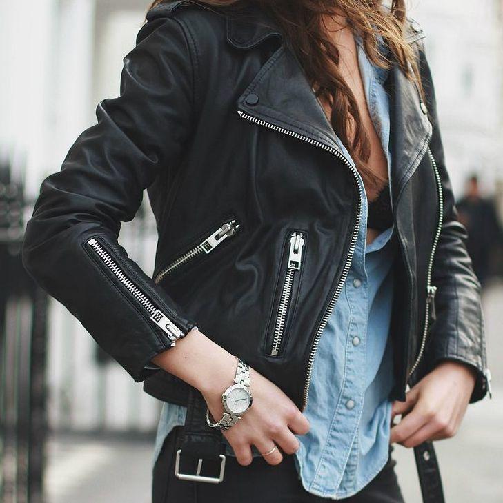 Ένα classic αναζητά την easy rider που θα αναδείξει τη fashion πλευρά του   Το biker jacket πατάει γερά στο μαύρο του ασφάλτου e7ba0e16b0d