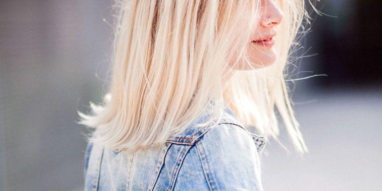 Έχεις πει αντίο στο φυσικό χρώμα μαλλιών και αποφάσισες να κάνεις ντεκαπάζ  για να ανοίξεις την φυσική σου απόχρωση  Κανένα πρόβλημα 7db03413373