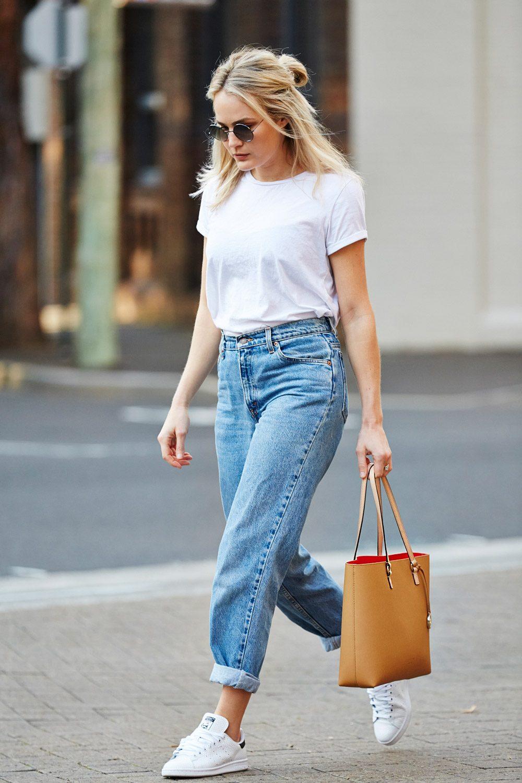 f66cd78f555 Φόρεσε το πιο απλό λευκό T shirt που διαθέτεις στην ντουλάπα σου, γύρισε τα  ρεβέρ στο ψηλόμεσο τζιν σου και είσαι έτοιμη για όλες τις πρωινές δουλειές  ή τις ...
