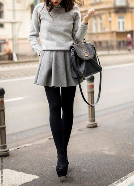 c1904a92cb18 Η δερμάτινη μίνι φούστα είναι ένα αγαπημένο κομμάτι στην γκαρνταρόμπα μου  κυρίως για βραδινές μου εξόδους. Παρόλο αυτά αν το συνδυάσετε με ένα πλεκτό  και ...
