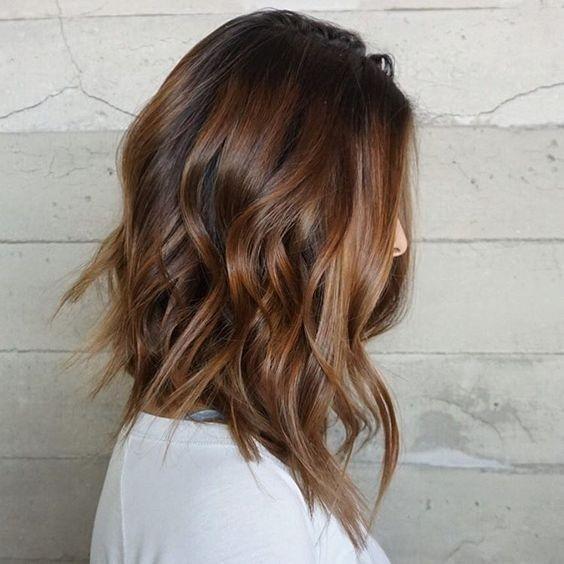 094c9faa6f10 Αν πάλι δεν έχεις πειστεί πως το κούρεμα μέχρι τα μαλλιά είναι μία καλή ιδέα  για όλες τις γυναίκες που αγαπάνε τις αλλαγές (και τα εύκολα κουρέματα)  τότε