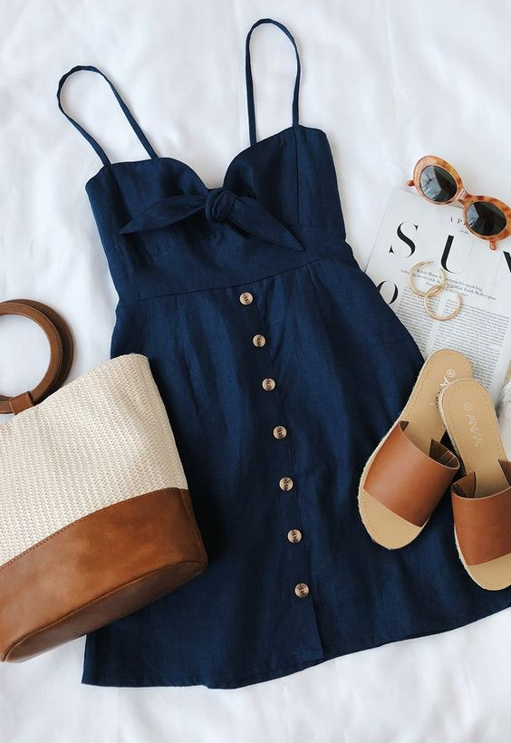 Το να βρίσκεις κάθε μέρα διαφορετικά καλοκαιρινά outfits είναι ένα πρόβλημα  από μόνο του d78215fd0ed