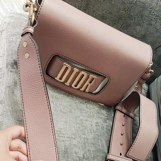 483ccbf99e Οι 6 καλύτερες Dior τσάντες για τα πιο iconic looks - Eli.gr